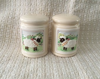 Otagiri Sheep Salt and Pepper Shakers, White Sheep w Black Faces Shakers, Sheep Shakers