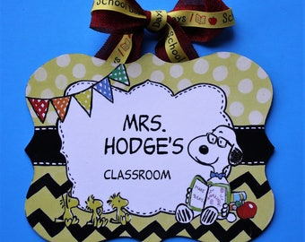 Snoopy with Glasses Teacher Sign