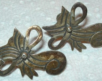 Darling Pair of Mexico Sterling Stylized Kitty-Cat Screwback Earrings