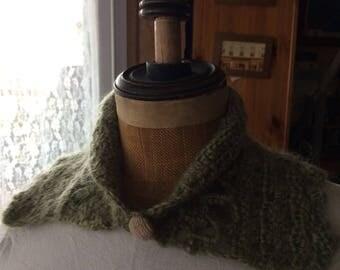 Col amovible en mohair crochet fait mains, vert mousse, boutonné, T.U. Livraison offerte
