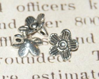 5 beads 10mm silver metal flower pendant