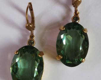 Vintage Green faux Emerald earrings gold tone faceted dangled oval pierced sparkly St Patty's Day statement bling bezzeled cut