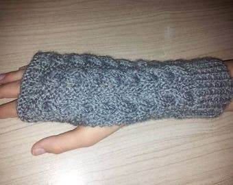 Adult fingerless cable pattern one size