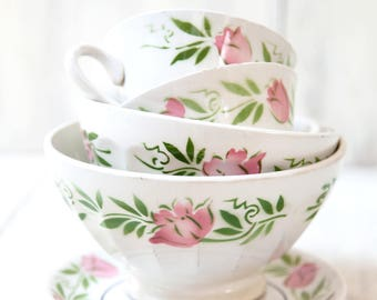 Vintage French Cafe au Lait Bowls - Set of 4 - 1940s - Pretty Pink Flowers - Country Chic Kitchen - Free Shipping Within the USA
