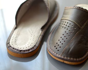 Brown lether slippers, man slippers, man shoes, man indoor shoes. Soft real leather.