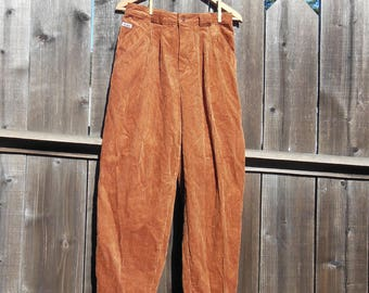 Caramel brown corduroy pants / tapered leg 80s vintage high waisted pleated slacks / peg let trousers hipster nerd geek chic preppy / 12 M L