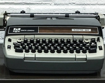 Vintage Smith Corona Electra 220 Typewriter with Key and Case