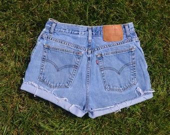 Vintage Levi's High Waisted Shorts SIZE 6