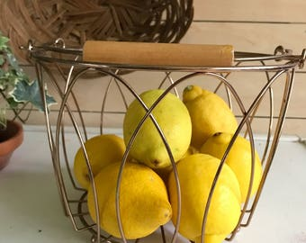Cooper fruit wire basket / copper and wood handled basket / vintage copper basket