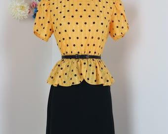 80s Does 1940s Dress - Polkadot Dress - Peplum Waist - Yellow Black - Short Split Cap Sleeve - Button Shoulder Detail - Size Small Medium