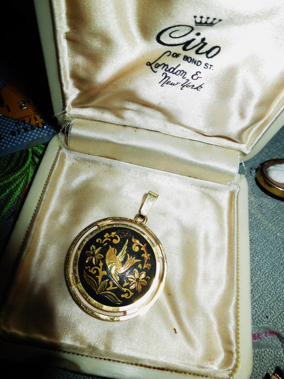 Beautiful vintage goldtone Damascene pendant with bird
