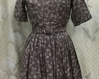 Vintage 1950s Brown Daisy Dress