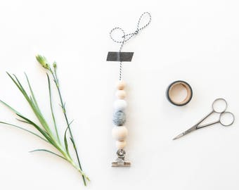 Card hanger, wooden beads postcard display, postcard holder photo, hanging cards, poster hanging clip, wall decoration, home decor wood