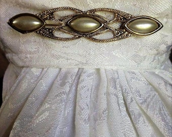 Vintage pearl accent brooch/stock pin. FREE shipping in the USA!