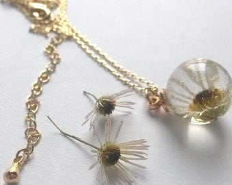 Pendant with real dried Daisy flower. Gift from summer!