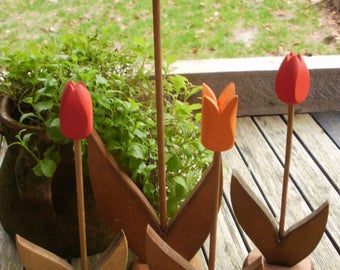 4 Charming wooden tulips