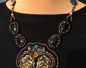 Necklace black and gold