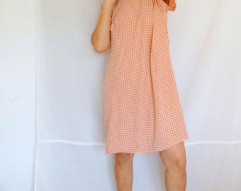 Plus size polka dot dress coral peach pink short sleeved sheath shift dress summer polyester size XL 14 16 Vintage 80s 90s