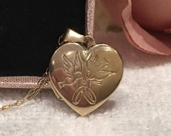 "Stunning Vintage 9ct Gold HEART SHAPED LOCKET-Doves & Rings on the Front-""Always and Forever"" on the Back-9ct Chain-46 cm or 18 inch Long"