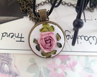 Embroidery pendant Silk ribbon Embroidery necklace Vintage wedding necklace Dusty Pink rose Pink rose necklace Flower charm Pink rose charm