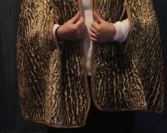 1960's reversible fake fur cape. Leopard-print/faun