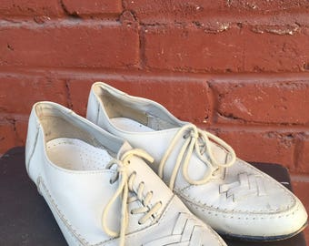 Leather oxford shoes, 70s, cross-hatch top, secretary shoes, preppy, 8 1/2-9, *vintage*