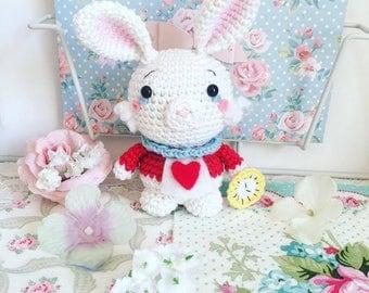 Lapin blanc d'Alice au pays des merveilles au crochet peluche poupée amigurumi