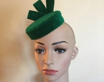 Green velvet hat,Green velvet pillbox hat,Green velvet pillbox hats,Green wedding hat,Green velvet Ascot hat,Green pillbox hat,Green hat.