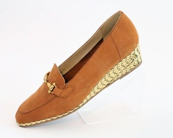 K Shoes Tan Mock Velvet Low Wedge Shoes with Gold Leather Weaving Heels and Gold Buckle/Size UK 5 1990s