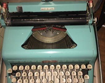 RARE Vtg 1950s Turquoise blue royal quiet de luxe typewriter with locking case and key