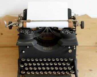 Royal No 10 Typewriter, 1933 Collectors Item, Antique typewriter, Film prop, wedding prop, photo prop