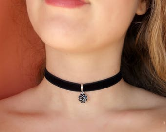 Rose Choker, Black Velvet Choker, Red Rose choker Necklace, Black Choker, Rose Charm Choker, Flower Choker Dainty Black Choker thin velvet