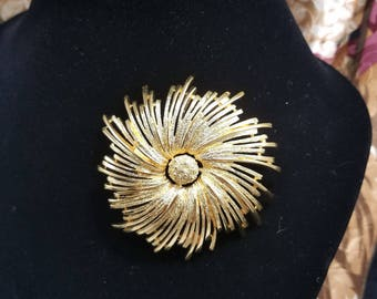 Simply Gorgeous Gold Tone Flower/Sunburst Brooch by Monet