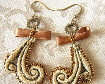 Gold motifs and beads earrings