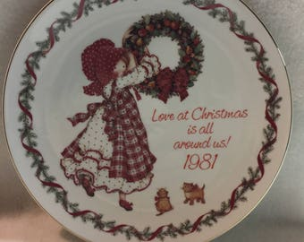 American Greetings Holly Hobbie Collector Plate: 'Love at Christmas is All Around Us' (#252)