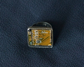 Adjustable ring made from recycled computer parts