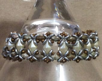 """Magnetic Clasp 7"""" Beaded Bracelet Cream/Pearl/Gold/Silver"""