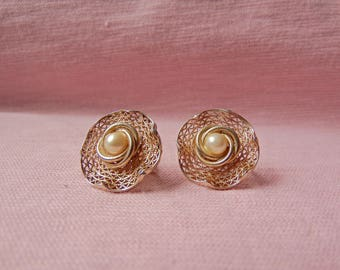 Accesocraft Screw-back Faux Pearl Earrings 1950's-1960's
