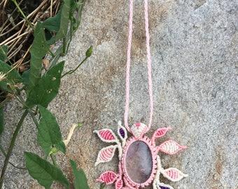 Macramé necklace with amethyst