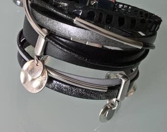 Pretty cuff bracelet made of genuine leather black