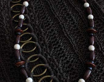 Wood and howlite necklace