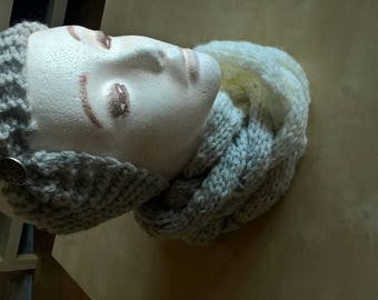 Knitted cowl / snood gray white