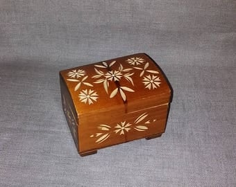 Wooden box,small wooden box,carved small box,small box with ornaments,box with ornaments,brown box,beige box,decorated box,vintage small box