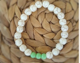 Amazing bracelet made of high quality HOWLITE gemstone 8mm and light green GLASS beads 6mm