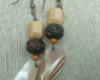 Earrings with shells and nuts