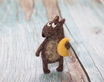 Wolf, Wolf brooch, Animal brooch, Woolen brooch, Animal lover, Felted needle wool, Handmade brooch, Birthday gift, Minimalist style