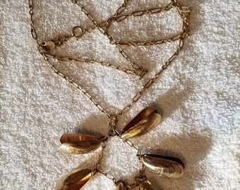 """Vintage Accessocraft NYC Gold Tone Clam / Oyster Shell Chain Link Necklace 30"""" Great for a tropical honeymoon!  (39)"""