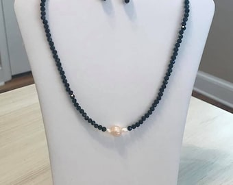 Freshwater Pearls Necklace and Earrings Set