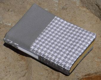 Paperback Book Cover, Cloth Trade Size Paperback Cover, Soft Cover Sleeve, Cotton Fabric Sleeve, Reading, Bookworm Gift, Gray White Black