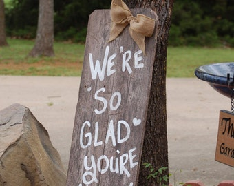 Were So Glad Your Here Burlap Bow Rustic Wedding Sign Welcome Sign Romantic Weddings Hand Painted Reclaimed Wood Vintage Weddings Road Signs